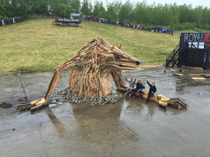 گروه اینترنتی پرشین استار | www.Persian-Star.org خلق مجسمه های چوبی از مواد بازیافتی خلق مجسمه های چوبی از مواد بازیافتی 0130