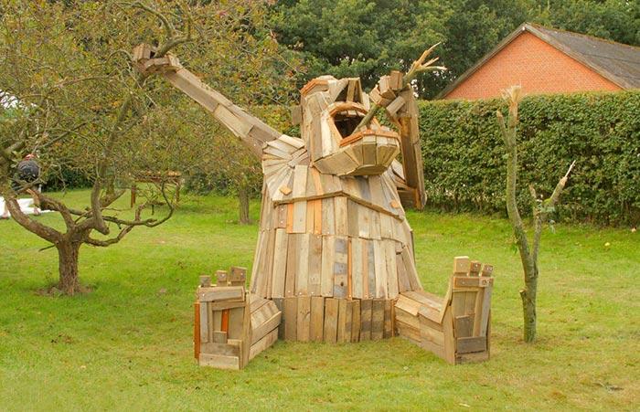 گروه اینترنتی پرشین استار | www.Persian-Star.net خلق مجسمه های چوبی از مواد بازیافتی خلق مجسمه های چوبی از مواد بازیافتی 0413