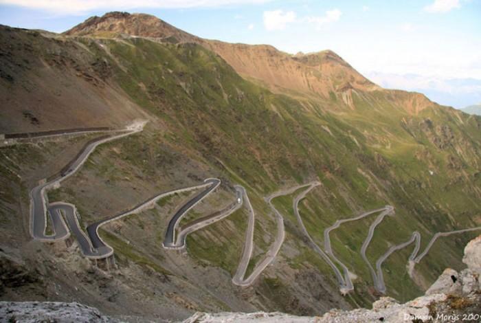 جادهی استلویو ایتالیا هیجان انگیزترین مسیرهای رانندگی در سراسر دنیا هیجان انگیزترین مسیرهای رانندگی در سراسر دنیا 11 Stelvio Pass