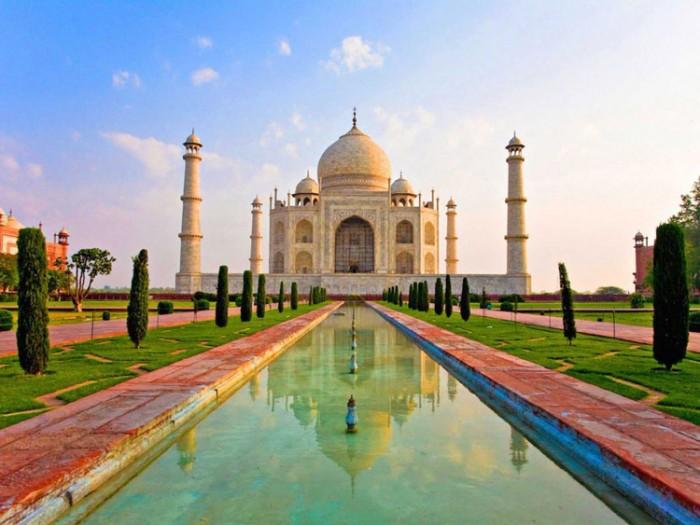 تاجمحل عکسهایی چشمنواز و زیبا که بیننده را به بازدید از هندوستان ترغیب میکنند عکسهایی چشمنواز و زیبا که بیننده را به بازدید از هندوستان ترغیب میکنند 11 taj mahal