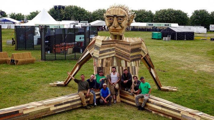 گروه اینترنتی پرشین استار | www.Persian-Star.org خلق مجسمه های چوبی از مواد بازیافتی خلق مجسمه های چوبی از مواد بازیافتی 11281