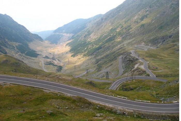 بزرگراه ترانسفاگاراسان رومانی هیجان انگیزترین مسیرهای رانندگی در سراسر دنیا هیجان انگیزترین مسیرهای رانندگی در سراسر دنیا 12 Transfagarasan