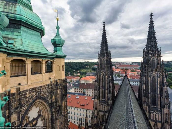 جاذبههای گردشگری چک عکسهای غیرقانونی ولی خیرهکننده از جاذبههای گردشگری جهان عکسهای غیرقانونی ولی خیرهکننده از جاذبههای گردشگری جهان 13 Vitus Cathedral Prague