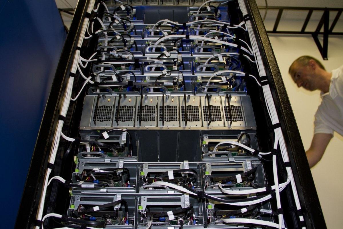 مغز فیس بوک؛ مکانی که عکس و دیتای 1.4 میلیارد کاربر فعال در آنجا ذخیره و مدیریت میشود را ببینید مغز فیس بوک؛ مکانی که عکس و دیتای 1.4 میلیارد کاربر فعال در آنجا ذخیره و مدیریت میشود را ببینید 15 9 20 2337126