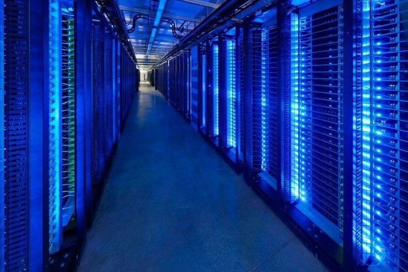 مغز فیس بوک؛ مکانی که عکس و دیتای 1.4 میلیارد کاربر فعال در آنجا ذخیره و مدیریت میشود را ببینید مغز فیس بوک؛ مکانی که عکس و دیتای 1.4 میلیارد کاربر فعال در آنجا ذخیره و مدیریت میشود را ببینید 15 9 20 2338217