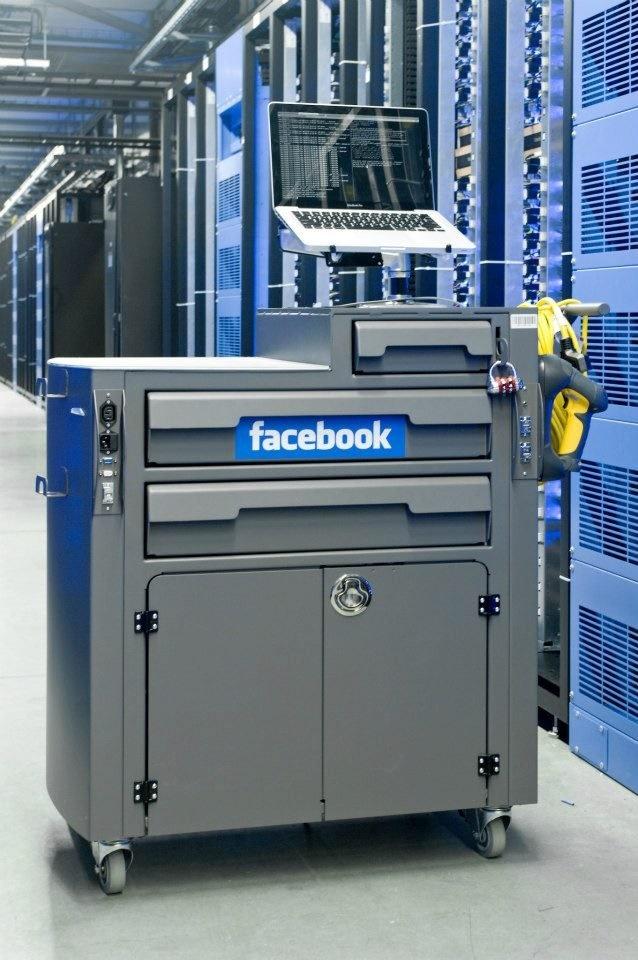 مغز فیس بوک؛ مکانی که عکس و دیتای 1.4 میلیارد کاربر فعال در آنجا ذخیره و مدیریت میشود را ببینید مغز فیس بوک؛ مکانی که عکس و دیتای 1.4 میلیارد کاربر فعال در آنجا ذخیره و مدیریت میشود را ببینید 15 9 20 23421612