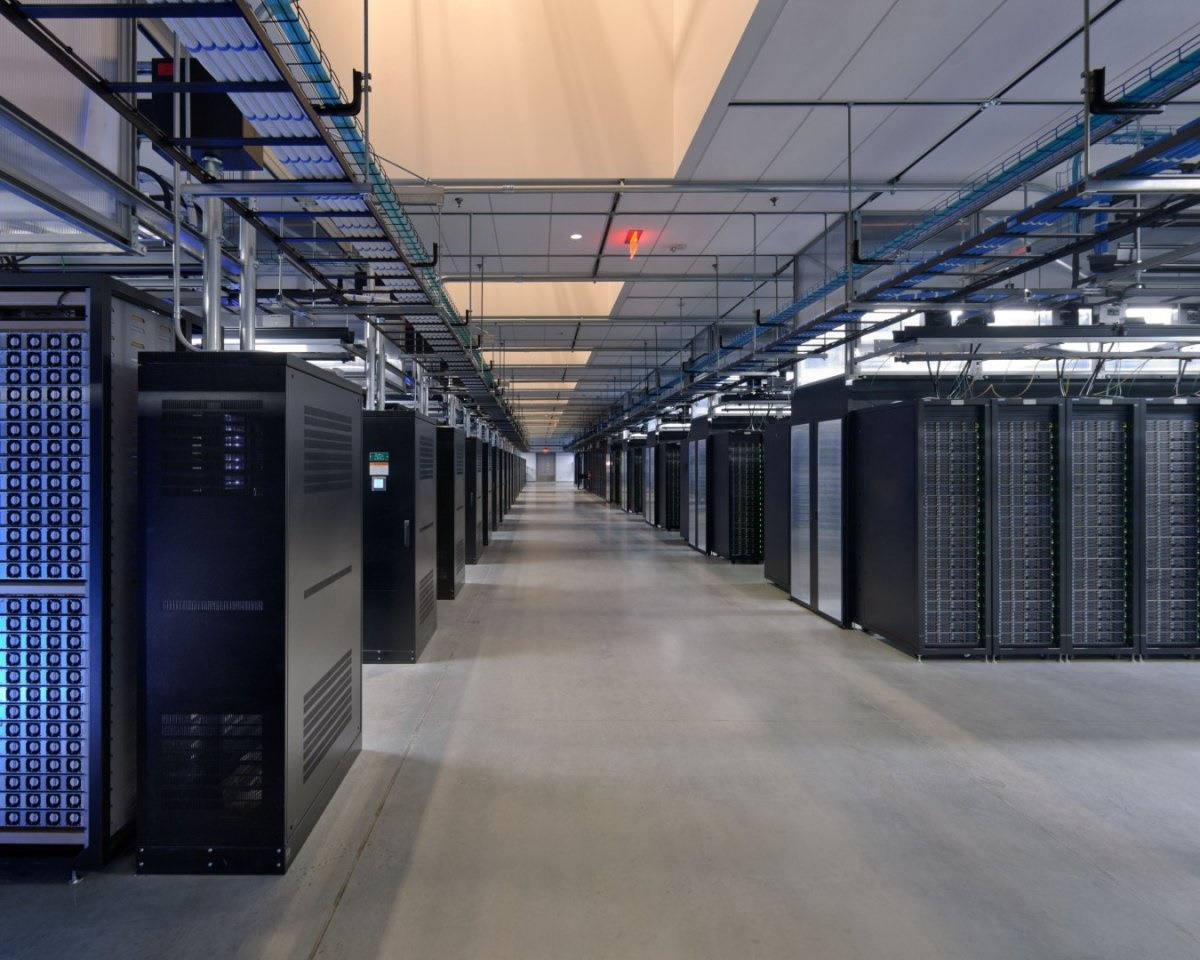 مغز فیس بوک؛ مکانی که عکس و دیتای 1.4 میلیارد کاربر فعال در آنجا ذخیره و مدیریت میشود را ببینید مغز فیس بوک؛ مکانی که عکس و دیتای 1.4 میلیارد کاربر فعال در آنجا ذخیره و مدیریت میشود را ببینید 15 9 20 23463717