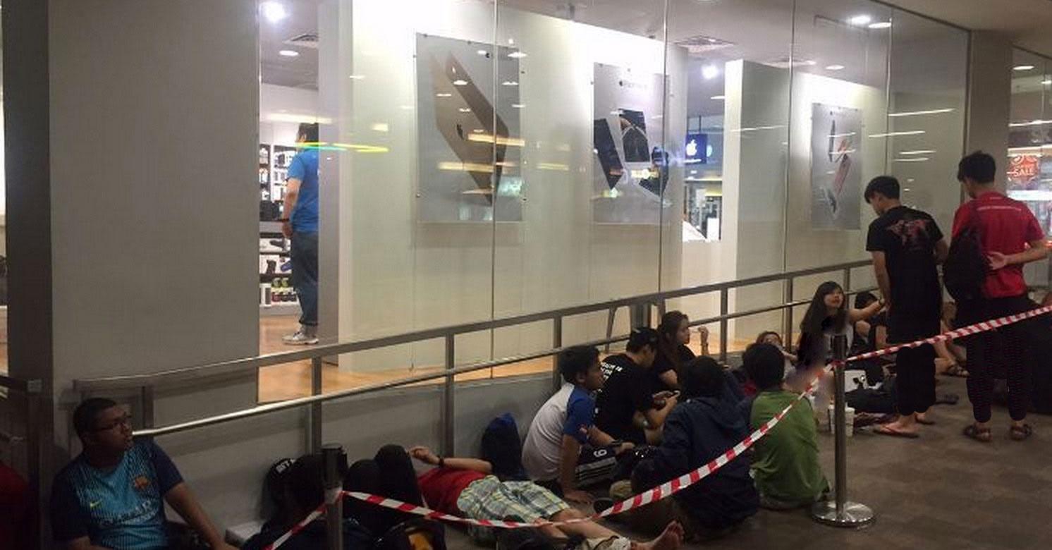تصاویری از مردمی که در صف خوابیدند تا آیفون جدیدرا بخرند/ اولین زن استرالیایی که با روبات آیفون خرید تصاویری از مردمی که در صف خوابیدند تا آیفون جدیدرا بخرند/ اولین زن استرالیایی که با روبات آیفون خرید 15 9 25 153529singapoor