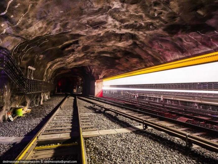 جاذبههای گردشگری سوئد 1 عکسهای غیرقانونی ولی خیرهکننده از جاذبههای گردشگری جهان عکسهای غیرقانونی ولی خیرهکننده از جاذبههای گردشگری جهان 19 Stockholm subway