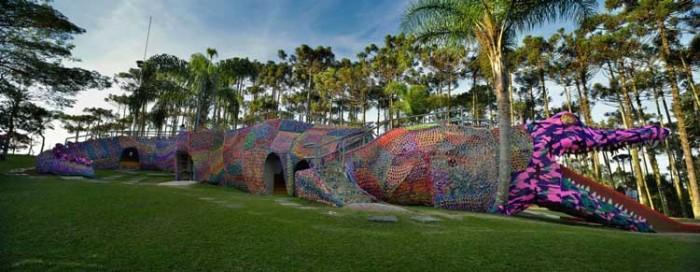 crocheted alligator در این پارکها به دنیای کودکیتان برگردید! در این پارکها به دنیای کودکیتان برگردید! 209