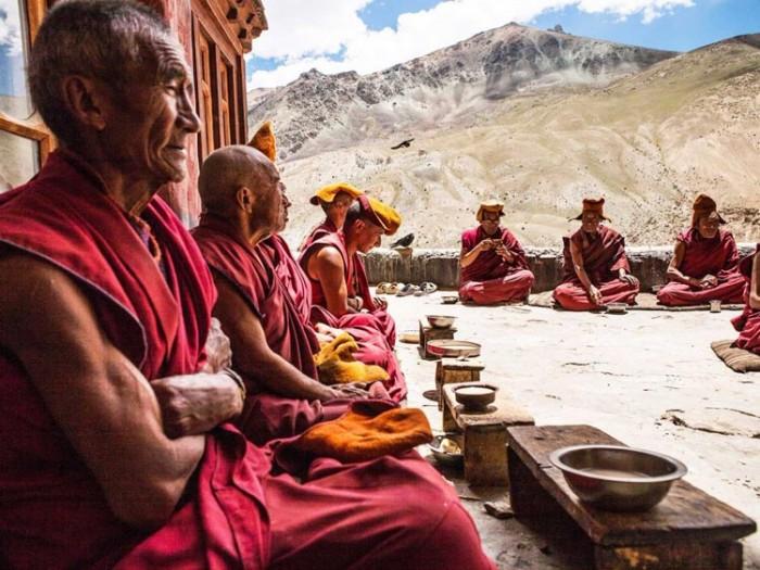 صومعه هندوستان عکسهایی چشمنواز و زیبا که بیننده را به بازدید از هندوستان ترغیب میکنند عکسهایی چشمنواز و زیبا که بیننده را به بازدید از هندوستان ترغیب میکنند 26 buddhist monks