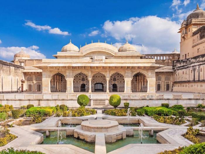 شیش محل هندوستان عکسهایی چشمنواز و زیبا که بیننده را به بازدید از هندوستان ترغیب میکنند عکسهایی چشمنواز و زیبا که بیننده را به بازدید از هندوستان ترغیب میکنند 4 sheesh mahal palace