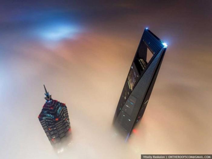 جاذبههای گردشگری چین 1 عکسهای غیرقانونی ولی خیرهکننده از جاذبههای گردشگری جهان عکسهای غیرقانونی ولی خیرهکننده از جاذبههای گردشگری جهان 6 Shanghai Tower