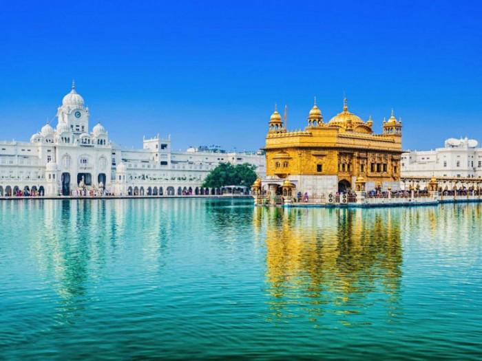 معبد طلایی هندوستان عکسهایی چشمنواز و زیبا که بیننده را به بازدید از هندوستان ترغیب میکنند عکسهایی چشمنواز و زیبا که بیننده را به بازدید از هندوستان ترغیب میکنند 8 golden temple