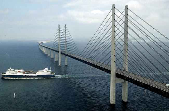 9-13-2015 5-15-47 PM پل شگفتانگیز وصل کننده دانمارک و سوئد پل شگفتانگیز وصل کننده دانمارک و سوئد 9 13 2015 5 15 47 PM