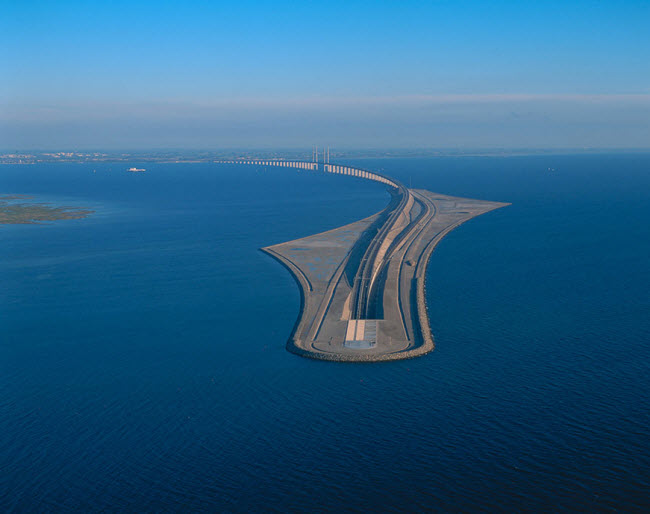 9-13-2015 5-16-47 PM پل شگفتانگیز وصل کننده دانمارک و سوئد پل شگفتانگیز وصل کننده دانمارک و سوئد 9 13 2015 5 16 47 PM