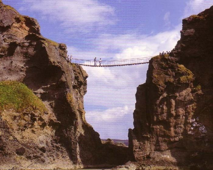 پل طنابی ۱۰ پل که عبور از آنها لرزه به اندامتان میاندازد ۱۰ پل که عبور از آنها لرزه به اندامتان میاندازد Carrick a Rede Rope Bridge2
