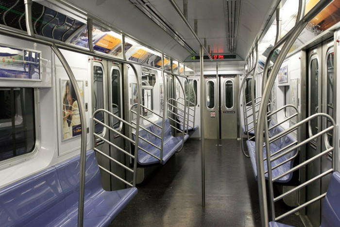 Empty_subway_in_NYC بزرگترین شبکه های مترو جهان بزرگترین شبکه های مترو جهان Empty subway in NYC