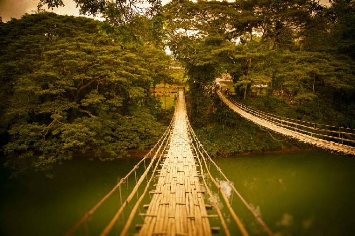 پل لوبوک ۱۰ پل که عبور از آنها لرزه به اندامتان میاندازد ۱۰ پل که عبور از آنها لرزه به اندامتان میاندازد Hanging Bridge at Sevilla2