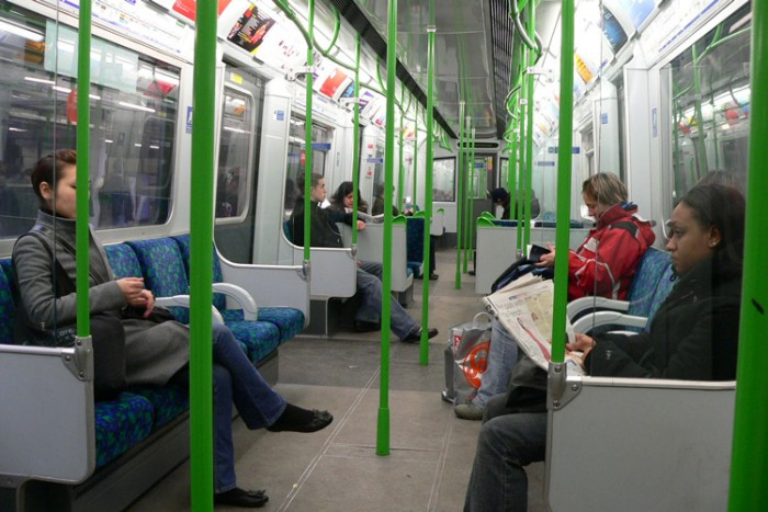 Refurbished_London_Underground_D78_Stock_train_interior بزرگترین شبکه های مترو جهان بزرگترین شبکه های مترو جهان Refurbished London Underground D78 Stock train interior