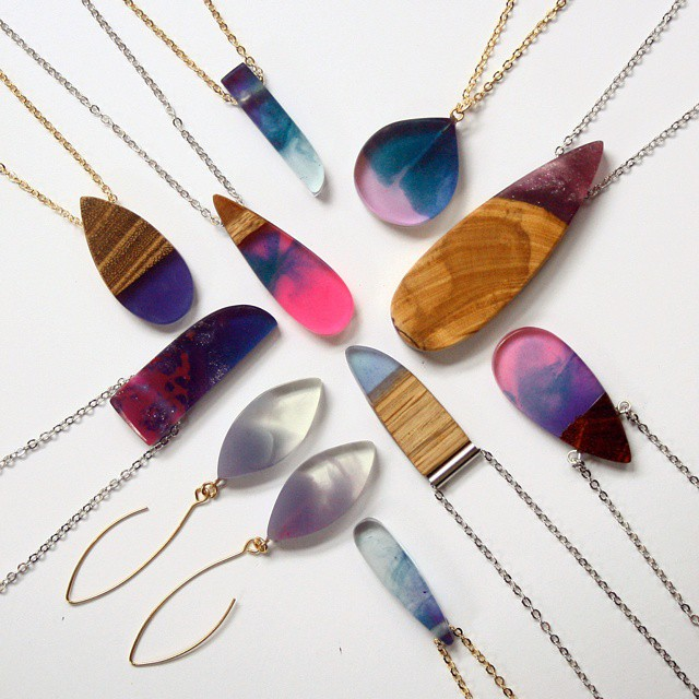 wood-jewelry-resin-boldb-britta-boeckmann-10 تبدیل چوب های قدیمی به جواهرات زیبا تبدیل چوب های قدیمی به جواهرات زیبا wood jewelry resin boldb britta boeckmann 10